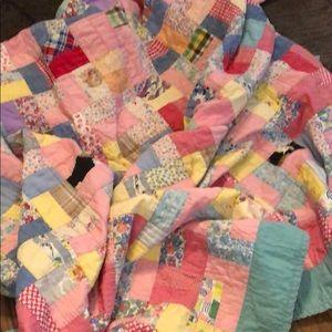 Vintage quilt! Patchwork multi-colored design!